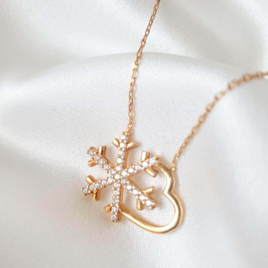 Snowflake heart couple
